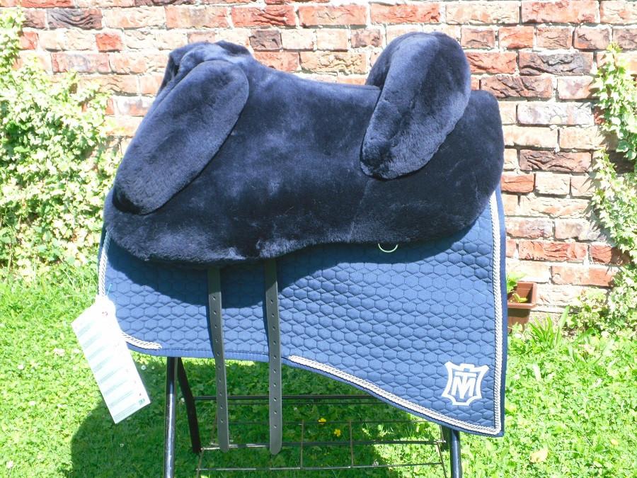 Mattes Lammfellsattel Modell Barock Sitzgröße frei wählbar