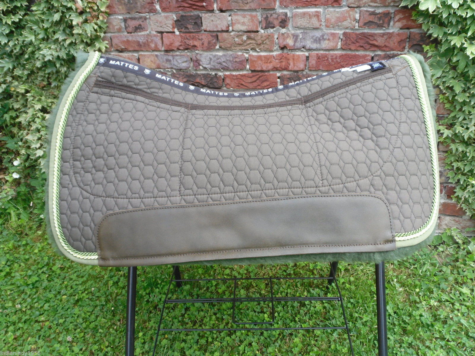 Correction Westernpad Square Mattes Stoff taupe Lammfell olive 2 Kordeln 70 cm