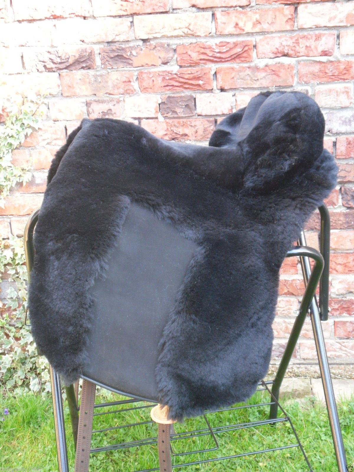 Lammfell Zalea f. Deuber El Campo schwarz mit schwarzem Ledereinsatz fürs Bein