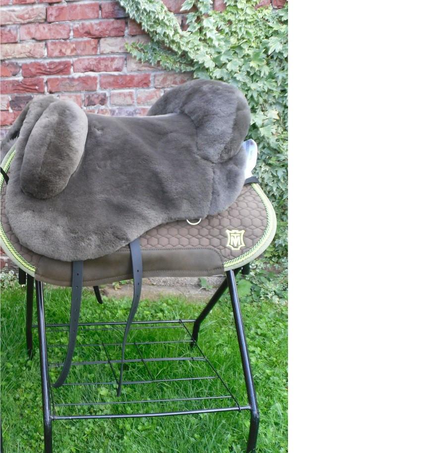 Mattes Lammfellsattel für Kleinpferede Western round Sitzgrösse S M oder L
