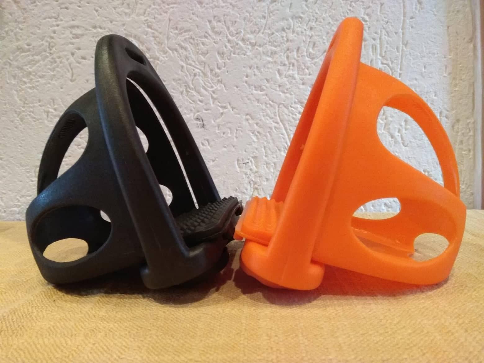 Podium Steigbügel aus Kunststoff mit Korb sehr leicht
