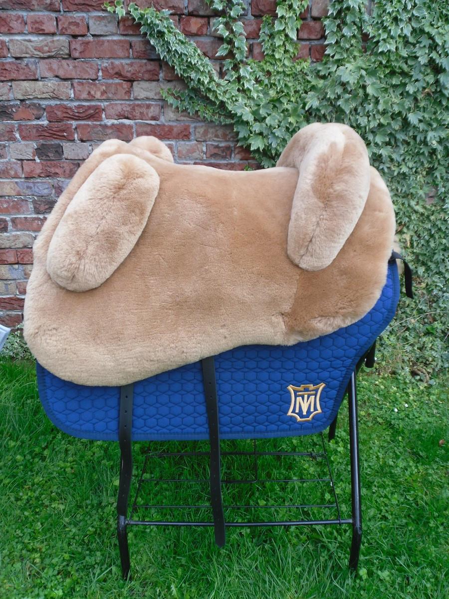 Mattes Lammfellsattel  Sitzgrösse S M L oder XL
