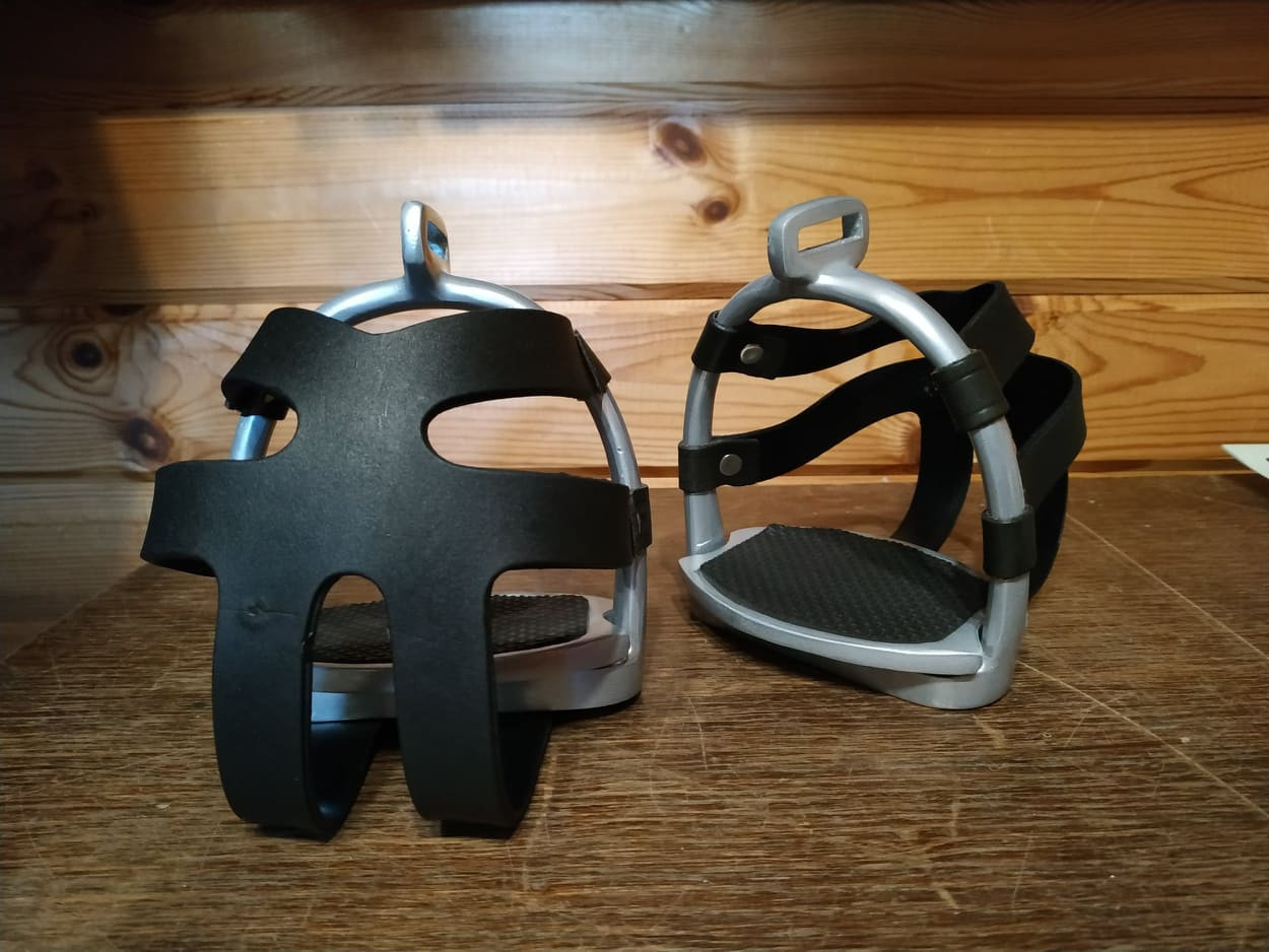 Sicherheitssteigbügel mit Korb für Erwachsene
